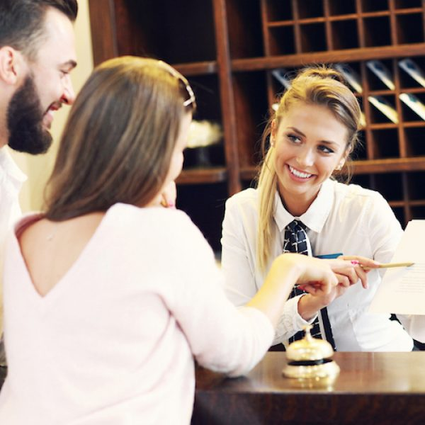hotel-front-desk-upsell-strategies-